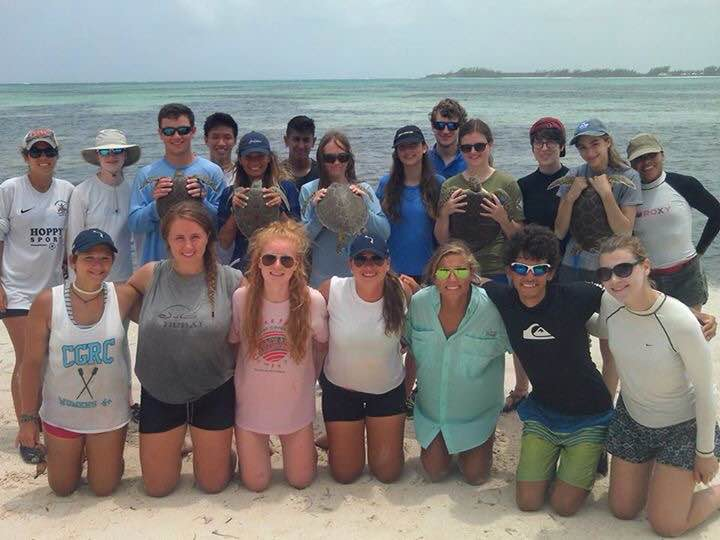 Sea Turtle Research Interns (front row) and Earthwatch students (back row)